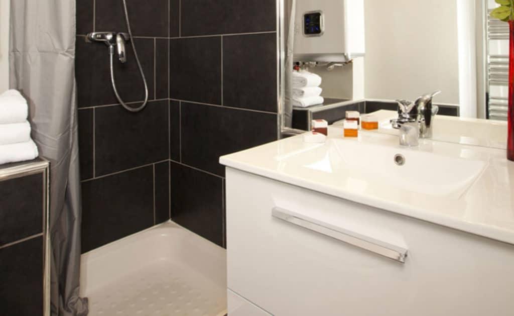 banheiro de apart hotel em Aix-en-Provence